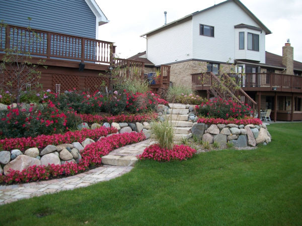 retaining-wall-and-plantings-2