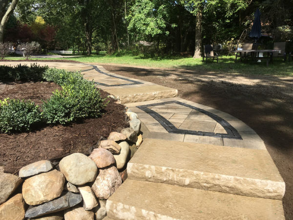 retaining wall and stone paver walkway 1